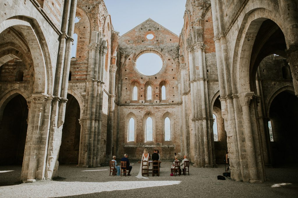 Abbey_of_San_Galgano_Tuscany_Italian_Wedding_Photographer-13