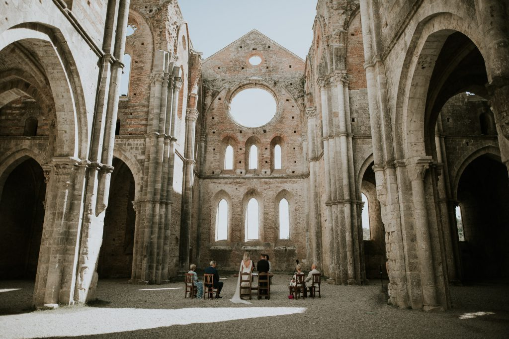 Abbey_of_San_Galgano_Tuscany_Italian_Wedding_Photographer-14